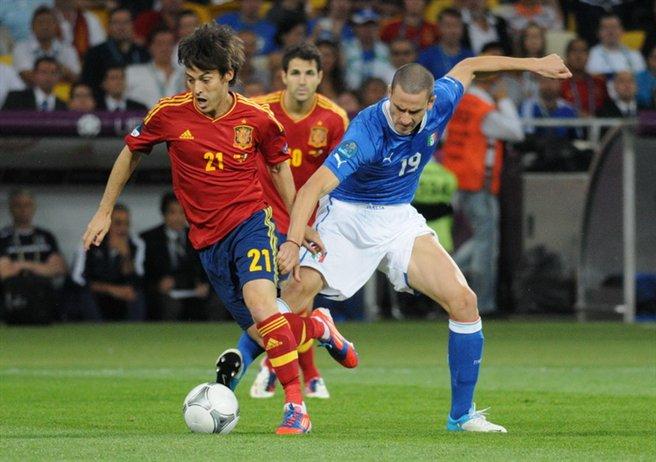 Silva (left) on the ball for Spain in the UEFA Euro 2012 Final &copy Football.ua